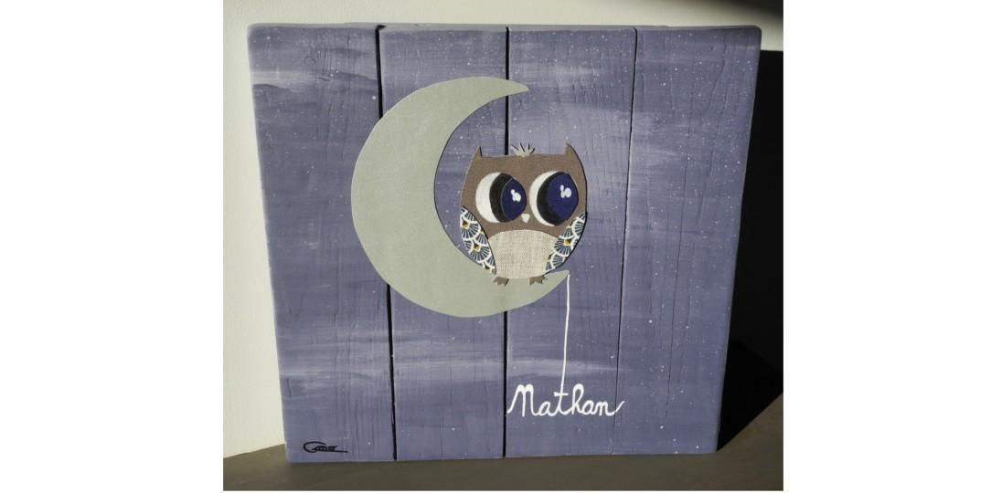 toile en bois peinte et tissus de récup' motif hibou personnalisation avec le prénom de l'enfant